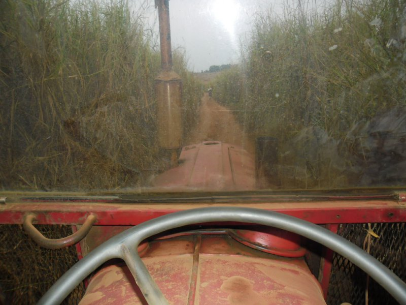 tractor-in-road-to-ngangila